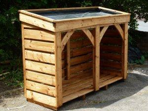 Living roof posh log store