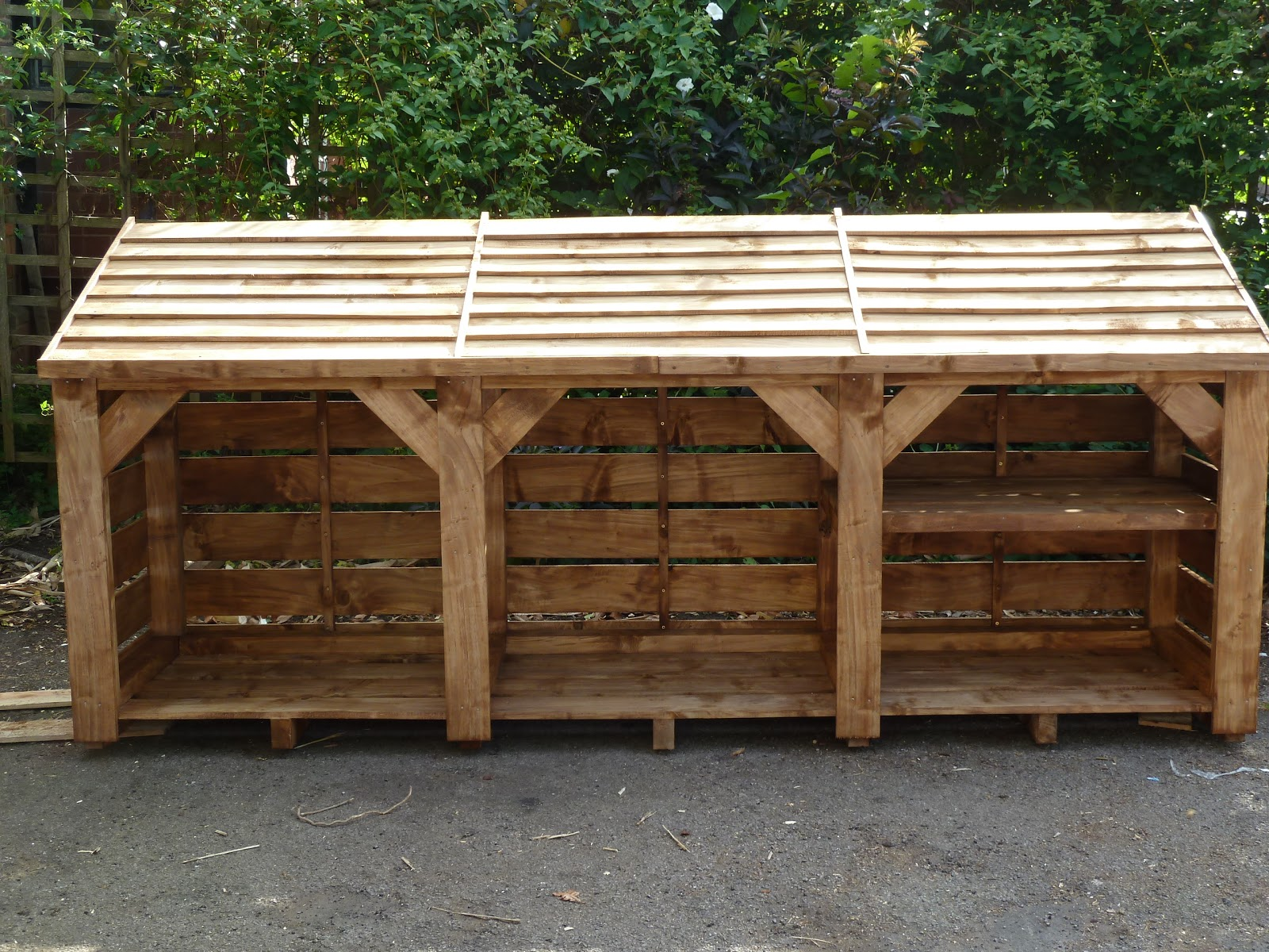 Woodstores – UK hand made Log Stores and Wood stores